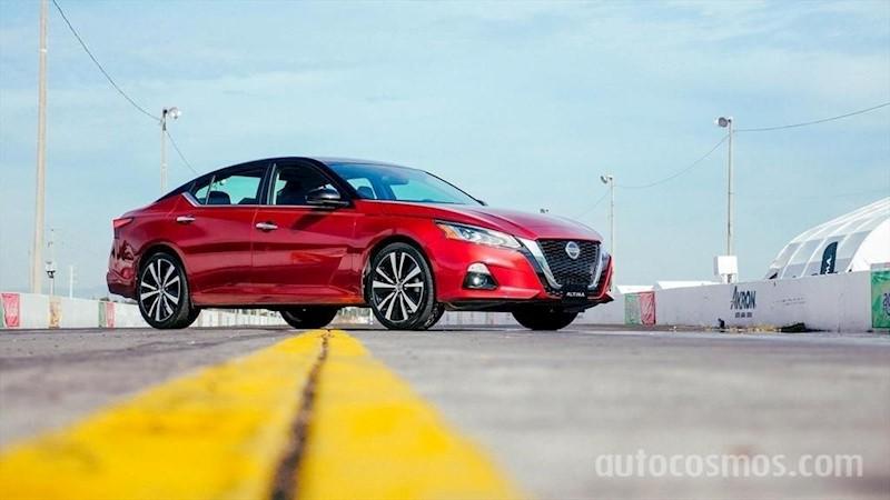 foto Nissan Altima SR nuevo color A elección precio $478,800