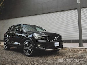 foto Volvo XC40 2.0L Momentum (2020)
