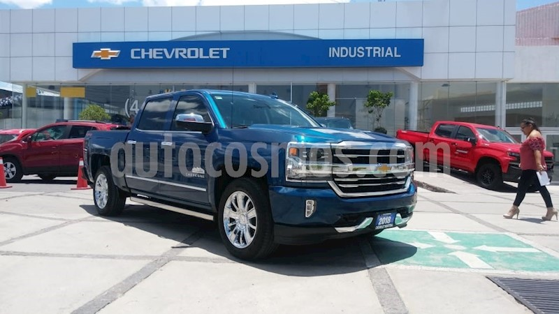 foto Chevrolet Cheyenne Cabina Doble High Country 4X4 usado