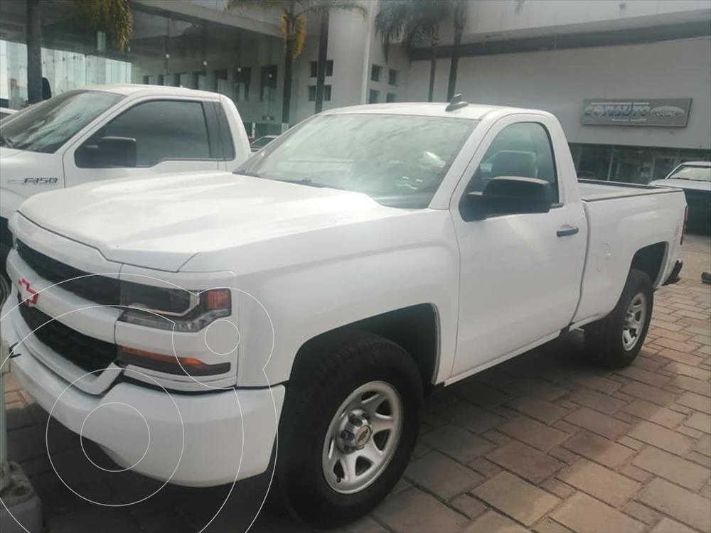 foto Chevrolet Silverado 1500 LS, REG. CAB. 4X2 V6, AUTOMÁTICA CON RADIO AM/FM, usado (2017) color Blanco precio $340,000