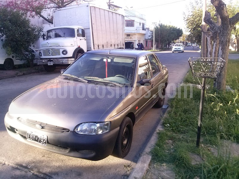 foto Ford Escort Cross 1.6L usado
