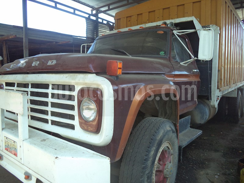 foto Ford F-750 6 cilindros usado