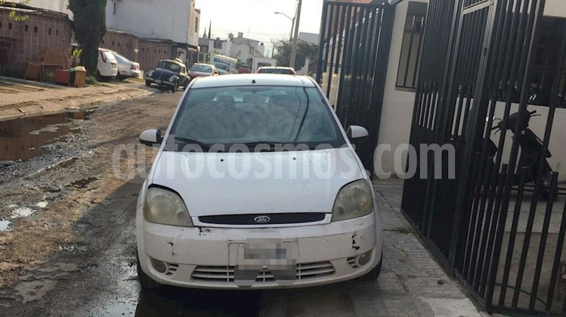 foto Ford Fiesta Hatchback Trend usado