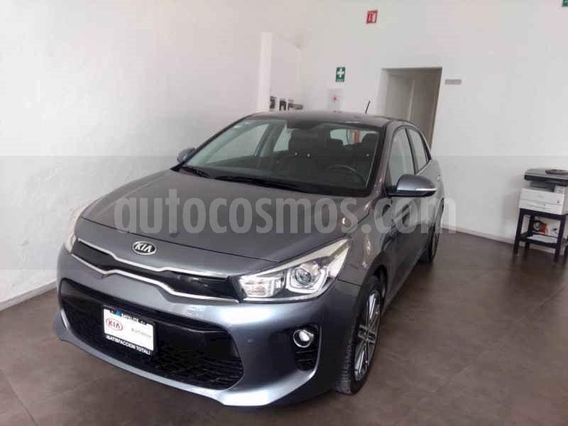 foto Kia Rio Hatchback EX Pack Aut usado (2019) color Gris precio $305,000