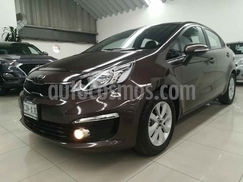 foto Kia Rio Hatchback EX usado