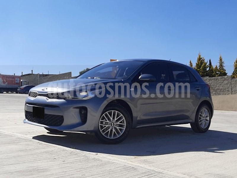 foto Kia Rio Hatchback LX usado (2019) color Gris Urbano precio $235,000
