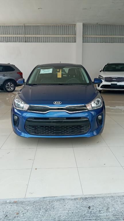 foto Kia Rio Sedán EX usado (2018) color Azul Acero precio $275,000