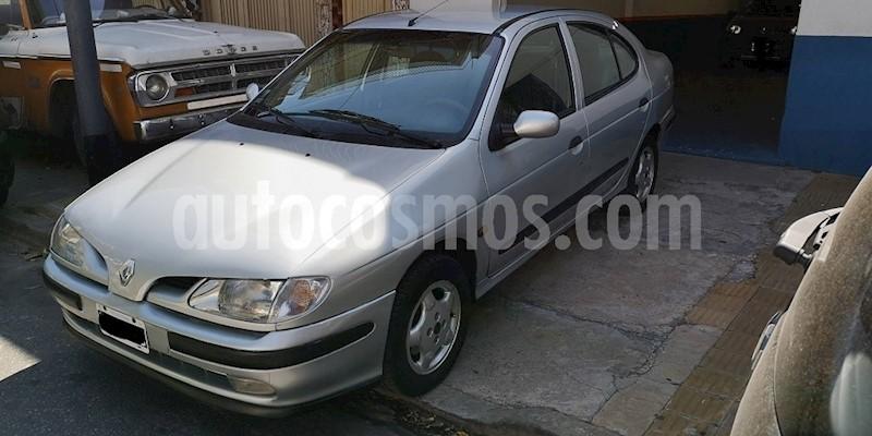 foto Renault Megane Tric 2.0 RXE usado