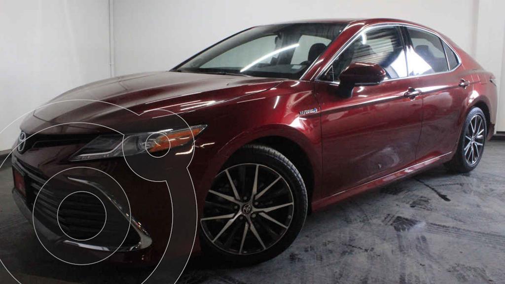 foto Toyota Camry XLE 2.5L Navi Híbrido usado (2021) color Rojo precio $603,900