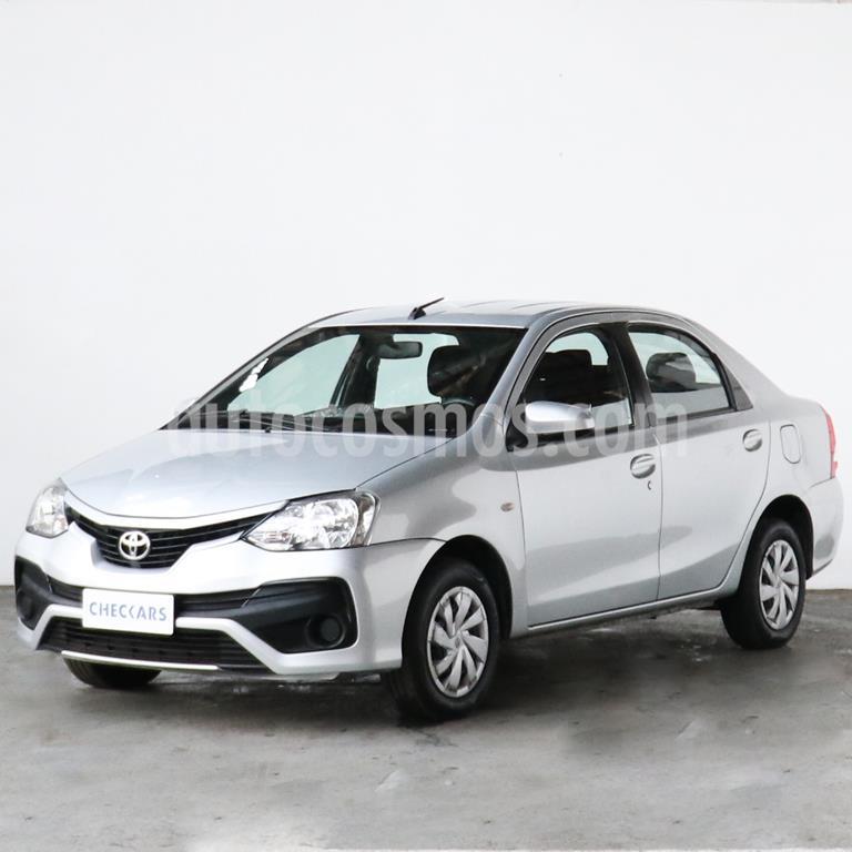 foto Toyota Etios Sedán XS usado (2017) color Gris precio $788.700