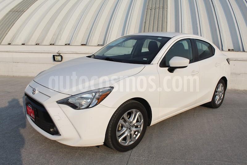 foto Toyota Yaris R XLE Aut usado