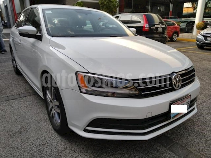 foto Volkswagen Jetta 4P TRENDLINE TM5 RA-16 usado (2015) color Blanco precio $160,000