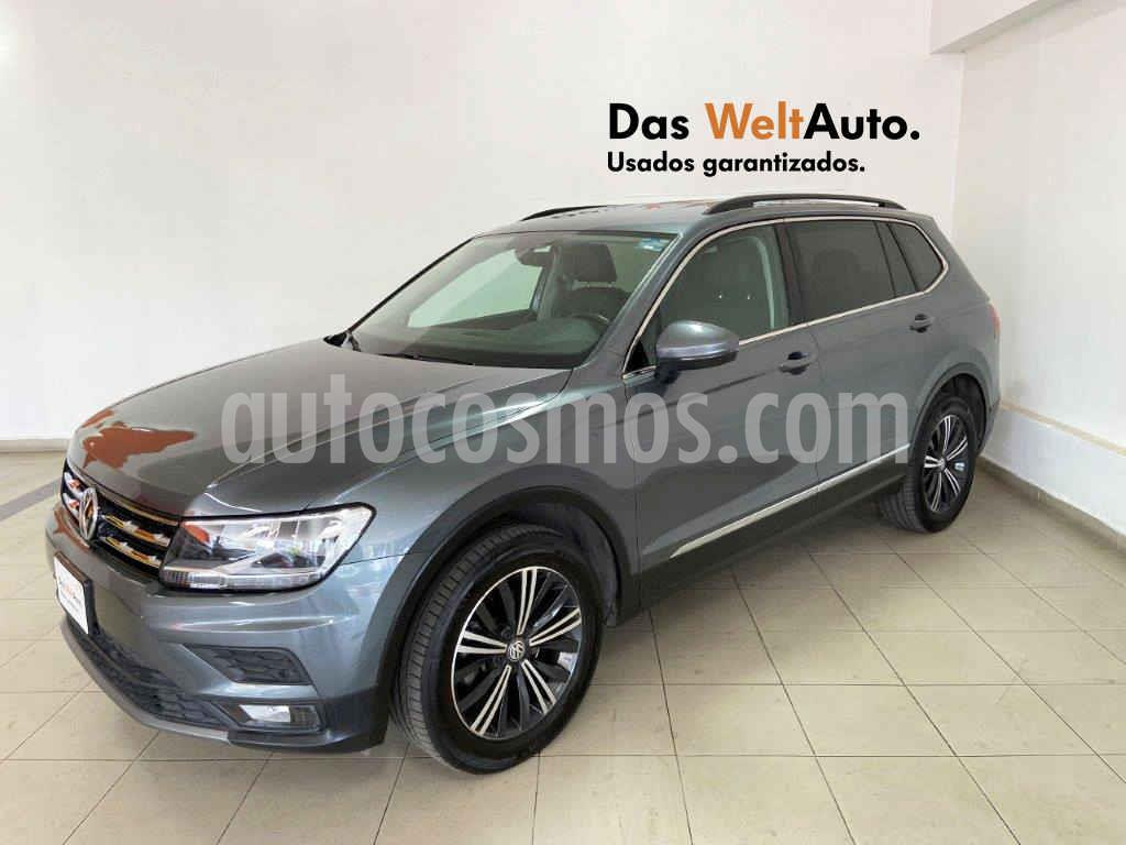 foto Volkswagen Tiguan Comfortline 7 Asientos Tela usado (2019) color Gris precio $394,454