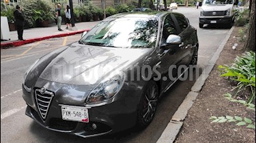 Foto venta Auto usado Alfa Romeo Giulietta Quadrifoglio Verde Piel (2014) color Gris Oscuro precio $265,000