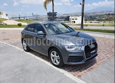 Foto Audi Q3 S Line (150 hp) usado (2016) color Gris Oscuro precio $335,000