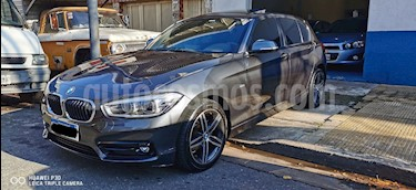 BMW Serie 1 118i Sport Line 5P Aut usado (2017) color Gris Mineral precio u$s24.500