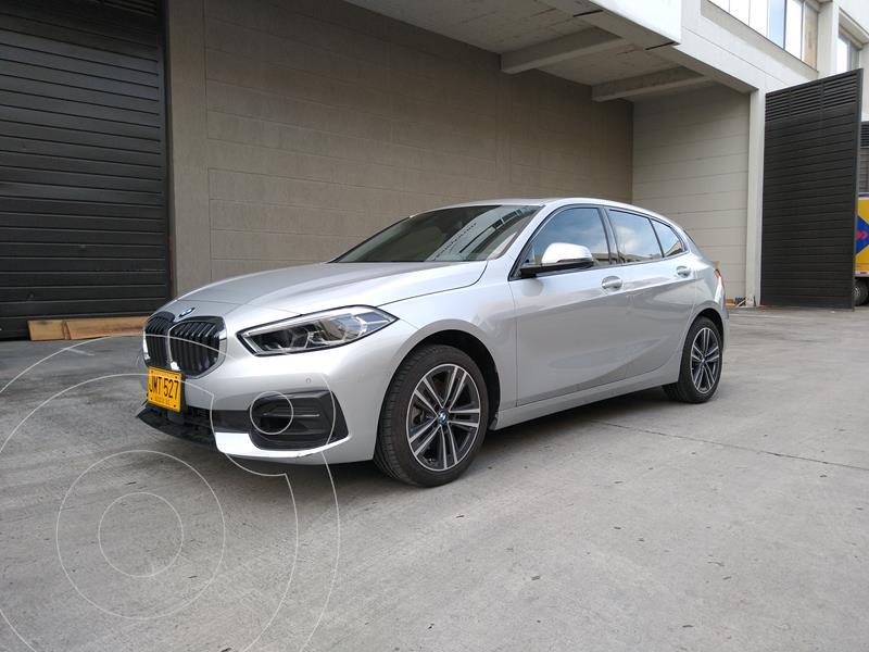 Foto BMW Serie 1 118i Sport Line R17 usado (2021) color Plata precio $112.900.000
