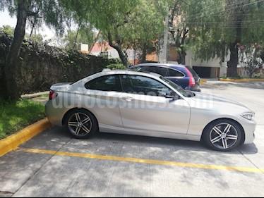 Foto BMW Serie 2 220iA Aut usado (2015) color Plata Lunar precio $315,000