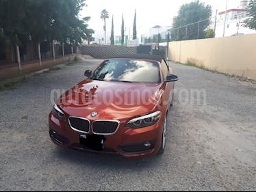 Foto BMW Serie 2 220iA Convertible Sport Line Aut usado (2018) color Naranja precio $530,000