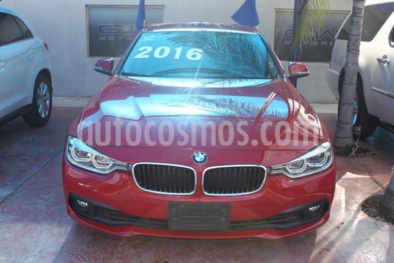 Foto BMW Serie 3 320iA usado (2016) color Rojo precio $395,000
