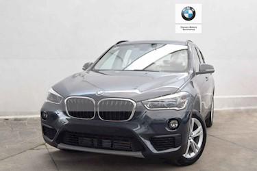 Foto BMW X1 sDrive 18iA usado (2019) color Gris precio $516,000