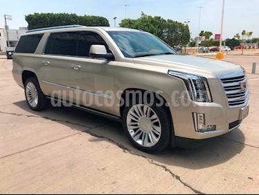 Foto venta Auto usado Cadillac Escalade ESV Platinum (2017) color Champagne precio $1,090,000