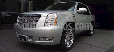 Cadillac Escalade 5P PLATINUM TA 6.2L QC 2 PANTALLAS DVD RA-22 CROM usado (2011) color Plata precio $278,000