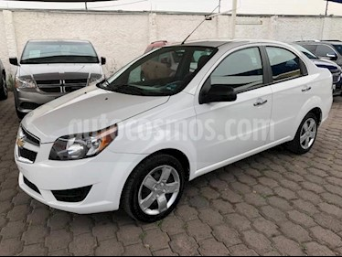 Chevrolet Aveo 4P LT AT A/AC. AUT. F. NIEBLA RA-15 usado (2018) color Blanco precio $148,000