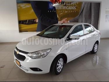 Chevrolet Aveo 4P LT TM5 A/AC. AUT. F. NIEBLA RA-15 usado (2018) color Blanco precio $185,900
