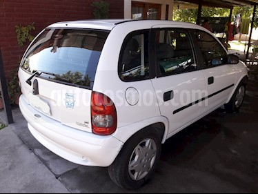 Chevrolet Corsa Hatchback 1.6 usado (2009) color Blanco precio $2.200.000