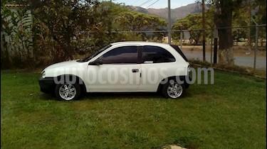 Foto venta carro usado Chevrolet Corsa 3 Puertas Sinc. A-A (2000) color Blanco precio u$s800