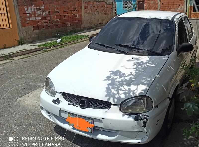 Chevrolet Corsa 4 Puertas Sinc. A-A usado (2004) color Blanco precio u$s1.200
