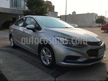 Chevrolet Cruze LS Aut usado (2017) color Plata Brillante precio $220,000