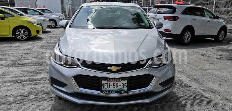 Chevrolet Cruze LT usado (2017) color Plata Brillante precio $206,000
