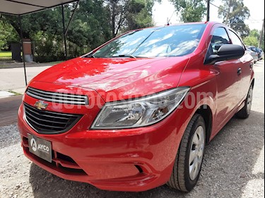 Chevrolet Onix LT usado (2016) color Rojo Chili