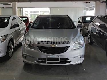 foto Chevrolet Onix LT usado (2015) color Gris Claro precio $480.000