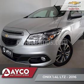 Foto Chevrolet Onix LTZ usado (2016) color Plata Switchblade