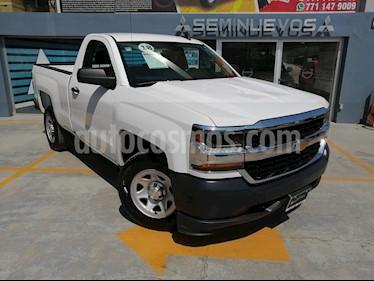 Chevrolet Silverado 1500 LS Cab Reg usado (2018) color Blanco precio $305,000