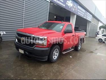 Chevrolet Silverado 1500 LS, REG. CAB. 4X2 V6, AUTOMATICA CON RADIO AM/FM, usado (2017) color Rojo precio $325,000