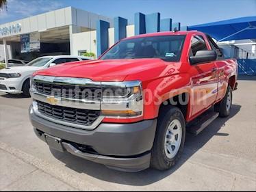 Chevrolet Silverado 1500 LS, REG. CAB. 4X2 V6, AUTOMATICA CON RADIO AM/FM, usado (2017) color Rojo precio $320,000