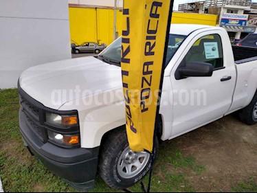 Chevrolet Silverado 1500 Cab Reg Paq G usado (2015) color Blanco precio $261,000