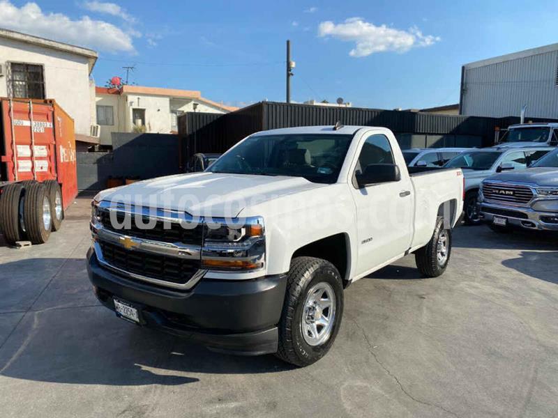 Chevrolet Silverado 1500 LS Cab Reg  usado (2018) color Blanco precio $369,800