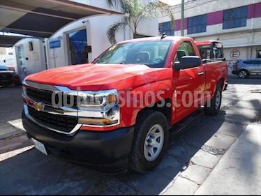 Chevrolet Silverado 1500 LS, REG. CAB. 4X2 V6, AUTOMATICA CON RADIO AM/FM, usado (2017) color Rojo precio $350,000