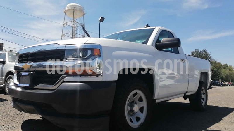 Foto Chevrolet Silverado 1500 4x2 Cab Reg Paq A usado (2017) color Blanco precio $299,000