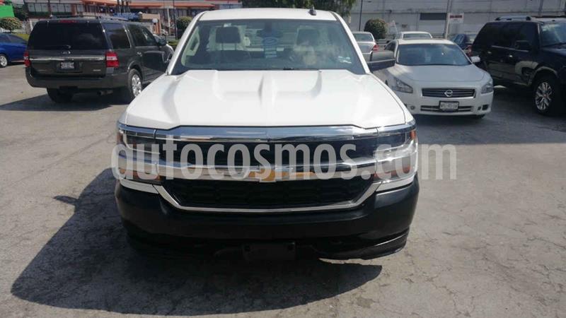 Foto Chevrolet Silverado 1500 Version usado (2017) color Blanco precio $310,000