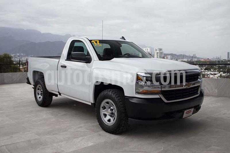 Chevrolet Silverado 1500 Version usado (2017) color Blanco precio $309,700