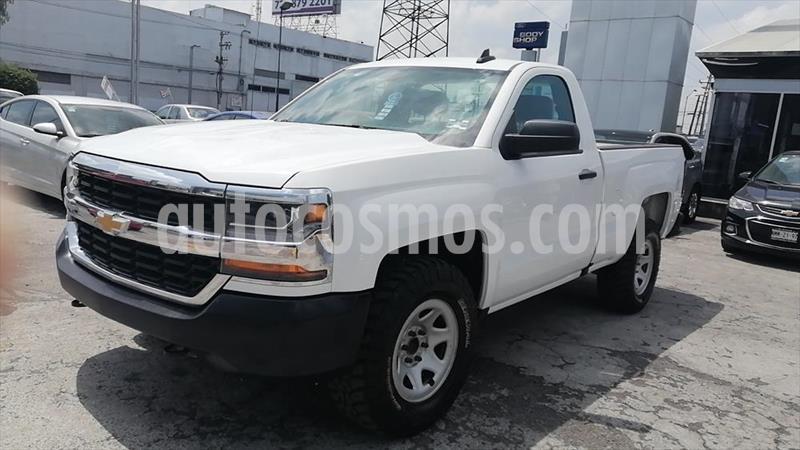 Chevrolet Silverado 1500 LS, REG. CAB. 4X2 V6, AUTOMATICA CON RADIO AM/FM, usado (2017) color Blanco precio $284,000