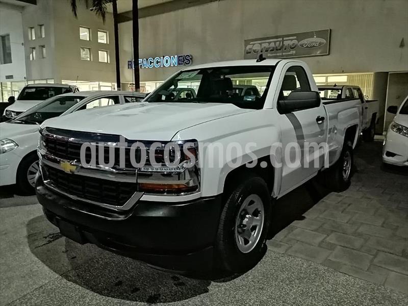 Chevrolet Silverado 1500 LS Cab Reg  usado (2018) color Blanco precio $344,000