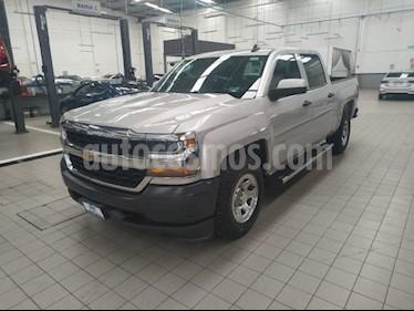 Foto venta Auto usado Chevrolet Silverado 2500 4p LS Doble Cabina V8/5.3 Aut 4X2 (2018) color Plata precio $489,000