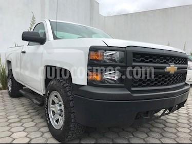 Foto venta Auto Seminuevo Chevrolet Silverado 2500 4x4 Cab Reg Paq K (2015) color Blanco precio $244,999